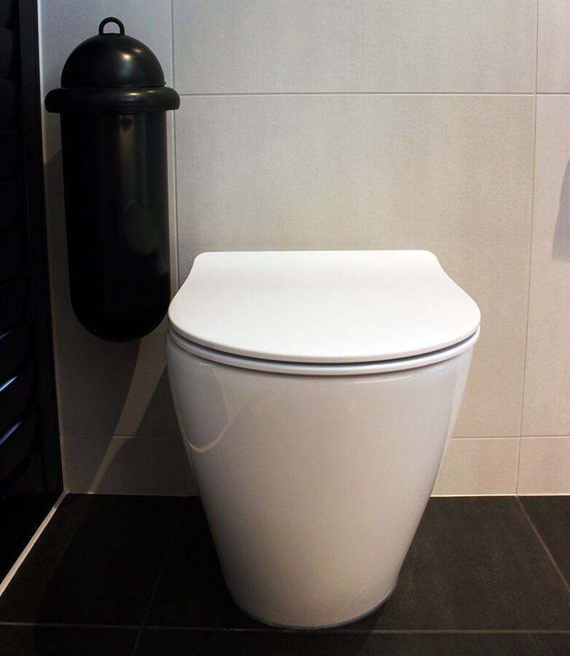 The black Pod Classic Mini Manual placed next to a toilet